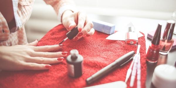 polish nails at home