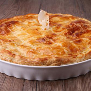 Photo of cooked pie in white dish